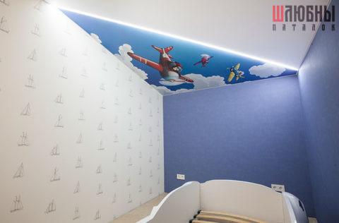 Одноуровневый потолок в интерьере 1
