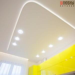 Двухуровневый натяжной потолок с подсветкой в студию, кухню